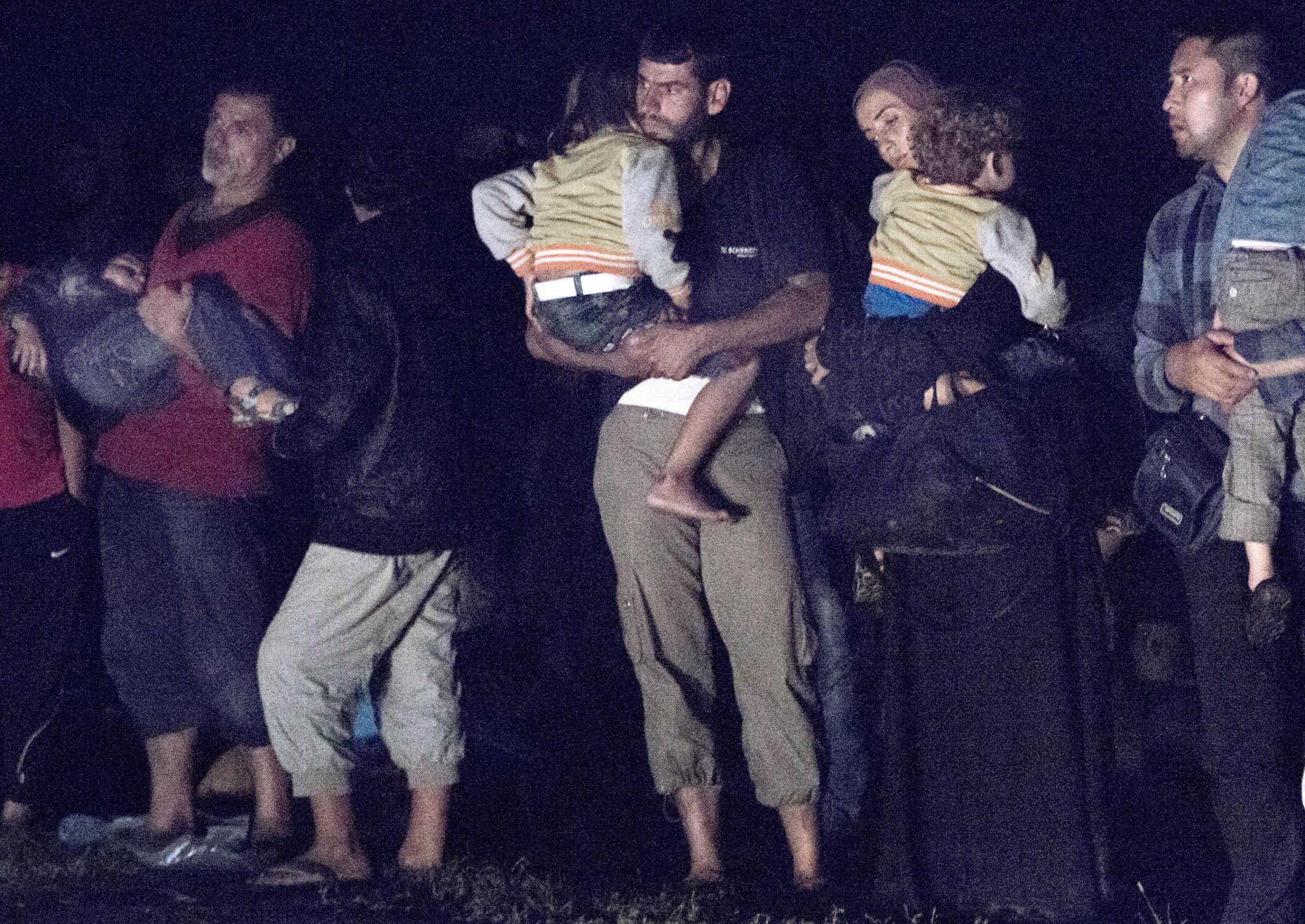 Natt på grensen mellom Serbia og Ungarn.