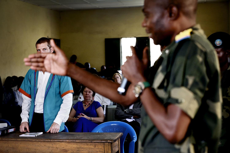 Aktor Nkulu protesterte iherdig og tidvis raljerende og usammenhengende mot forsøkene om å legge fram rapporten om Joshua Frenchs sviktende psykiske helse. Nkulu var den med høyest militær rang i rettslokalet.